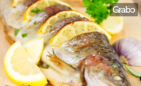 Рибно плато с пържени сафрид, паламуд и картофки