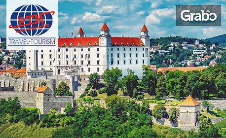 Посети коледните базари в Братислава! 3 нощувки със закуски, плюс самолетен транспорт