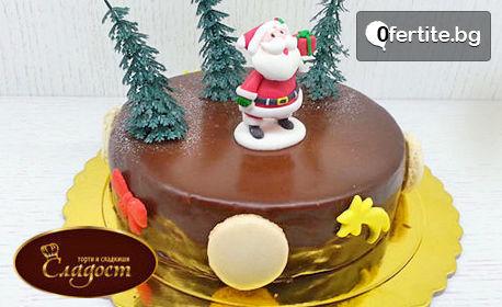 Коледна торта с декорация и красива кутия