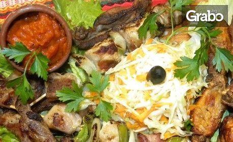 1.3кг плато с ребърца на барбекю, печени крилца, шишчета, салата и домашна лютеница