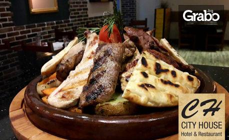 1.5кг апетитен сач с пилешко и свинско месце, зеленчуци на скара и чеснова пърленка