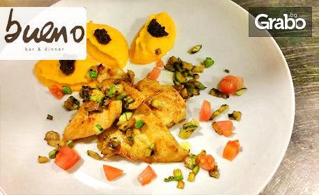 Пилешко филе с пюре от моркови, тартар от тиквички и маслинена паста