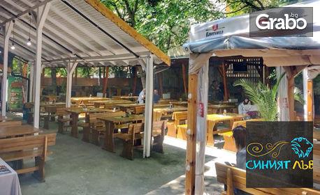 Хапване за двама в центъра на София! 2 порции ребърца с барбекю сос