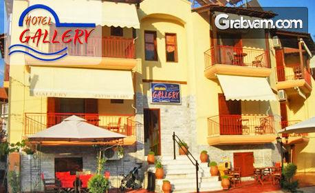 През Септември на остров Амулиани, Гърция! Нощувка със закуска за двама, трима или четирима - на 300м от плажа