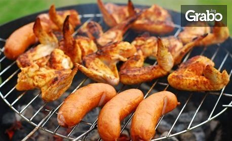 1кг пилешко или свинско месце на скара, плюс картофки, гриловани зеленчуци, сос и 2 броя шоколадов мус