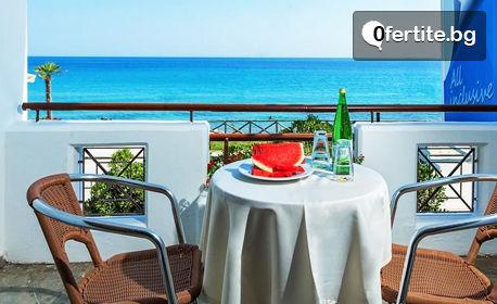 Почивка на Халкидики! 5 нощувки със закуски и вечери в Хотел Dolphin Beach***