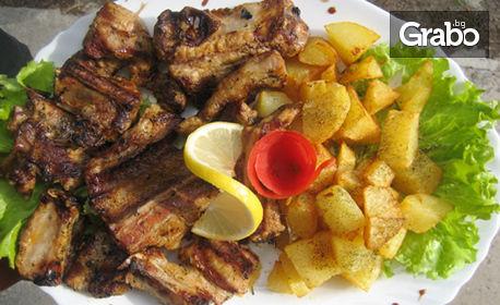 1100гр апетитно плато! Крехки и сочни печени свински гърди, плюс пресни ароматни картофки соте