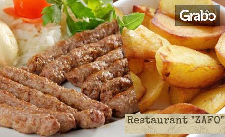 Сръбска колбасица или пилешка пържола по сръбски, плюс картофи по избор и урнебес