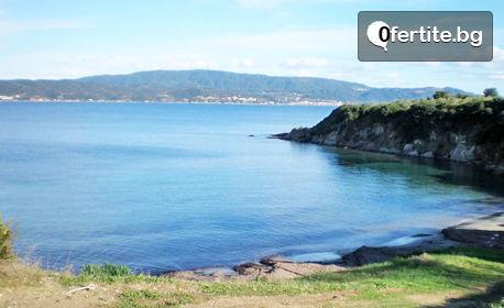 През Юни на остров Амулиани! 2 или 3 нощувки за двама или трима - на 50м от морето