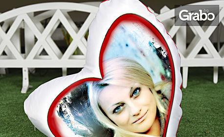 Декоративна възглавничка квадрат или сърце, със снимка на клиента