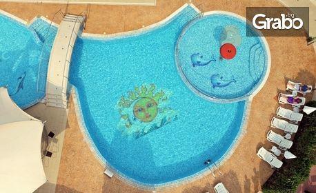 Късно лято в Поморие! 4, 5, 6 или 7 нощувки със закуски за до трима възрастни или семейство с деца, плюс басейн и паркинг