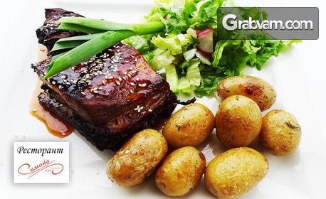 Салата с пилешки пуканки или Печени свински ребра в меден сос, гарнирани със свежа салата и бейби картофки