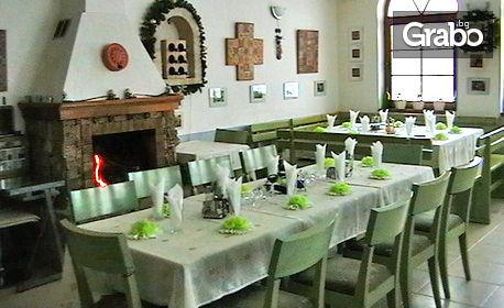 Релакс край Троян! 2 или 3 нощувки със закуски, обеди и вечери, плюс басейн - в с. Шипково