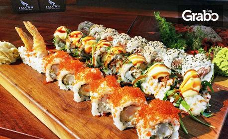 Суши сет с 24 хапки - със скариди, хрупкаво пиле и пушена сьомга, плюс доставка