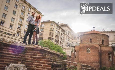 Романтична фотосесия или приключенски фото тур за двама, с 20 обработени кадъра или видео