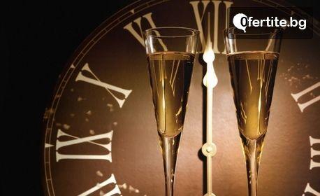 Нова година в Созопол! Нощувка, плюс празнична новогодишна вечеря с DJ