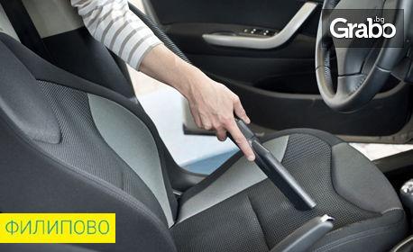 Сухо или мокро изпиране на едно седящо място в автомобил