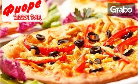 Малка или голяма пица по избор от менюто, или салата и 2 пилешки карета на скара, плюс крем Бианко