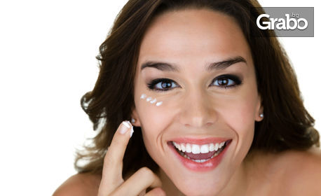 Терапия за околоочен контур против бръчки и сенки или почистване на лице с ензимен пилинг