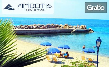 Почивка на Халкидики! 5 нощувки със закуски и вечери за двама или за семейство с едно дете до 14г в Xenios Loutra Beach*** в Лутра