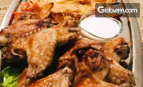 1кг пилешки крилца, плюс тортила чипс и чеснов сос