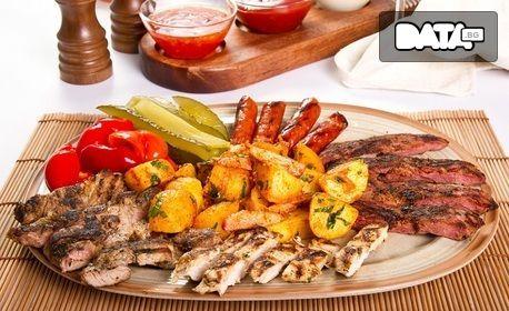 1560гр плато с пилешки пържолки, крилца, пресен бекон на скара, пикантни картофки и чеснов сос