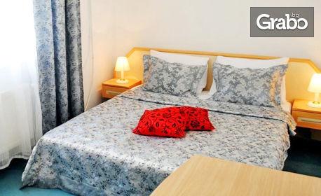 До края на Октомври в Поморие! Нощувка в стая, апартамент или цяла къща