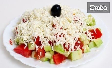 За Гергьовден в Механа Мръвката! Куверт със салата, основно ястие, десерт, ядки и напитка
