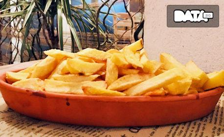 Бейби кюфтенца с лютеница, плюс домашни пържени картофки