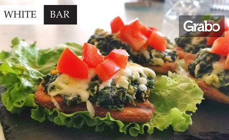 Здравословно и изискано! Спанак с козе сирене върху пълнозърнесто хлебче, плюс чаша вино Terra Tangra, от White Bar and Dinner