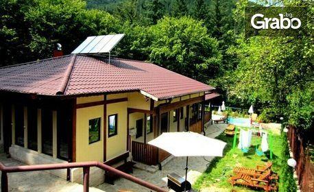 Релакс в Троянския Балкан! Една нощувка, плюс ползване на външен басейн с минерална вода, в с. Чифлик
