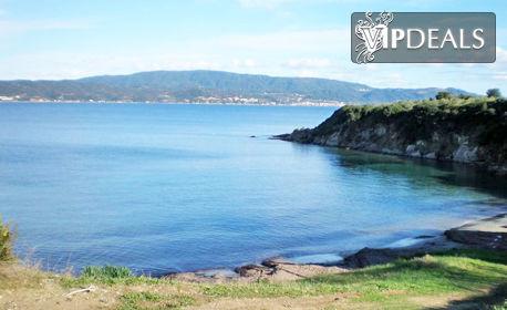 Юни и Юли на гръцкия остров Амулиани! 2 или 3 нощувки за двама или трима - на 50м от морето