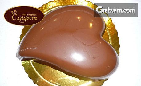 Торта по избор във формата на сърце! Тирамису или Шоколадова
