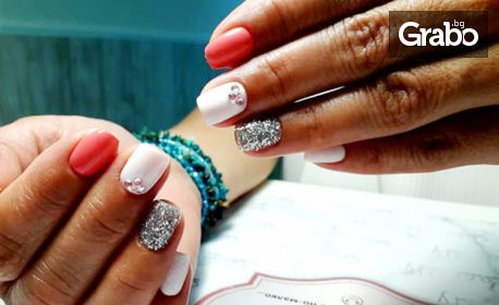 SPA терапия за ръце или маникюр с гел лак и 4 декорации