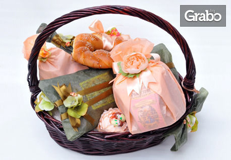 Великденска кошница с ягодово вино и лакомства или великденска кутия с изненади, с доставка на половин цена