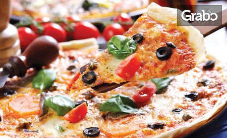 Вкусно хапване на Крайбрежната алея! Салата, плюс пица или основно ястие по избор