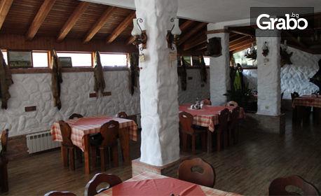 През Юли в Приморско! Нощувка със закуска за двама или трима, с възможност за обяд, вечеря или изхранване на база All Inclusive