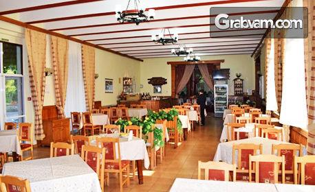Празнувай Коледа край Габрово! Нощувка със закуска и празнична вечеря, плюс релакс зона