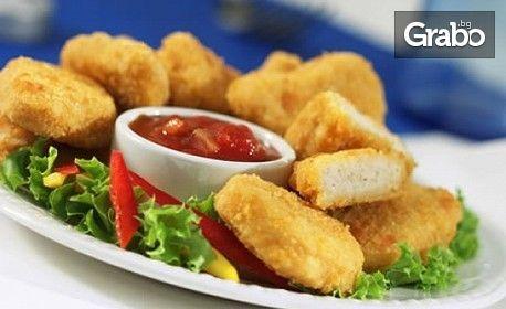 Панирани пилешки хапки и сотирани картофки