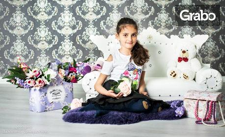 Студийна фотосесия за възрастен или дете - със 7 или 10 обработени кадъра