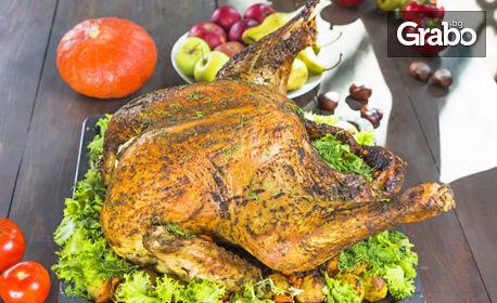 За Коледа! 3кг печена пуйка, пълнена с дроб сарма, плюс 2.5кг гарнитура от кисело зеле