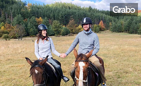 Разходка с кон за двама край Своге, плюс романтична фотосесия с до 15 кадъра и поднасяне на шоколад и вино