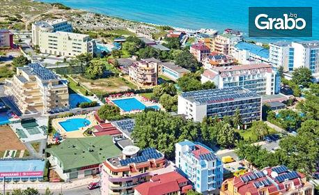 През Юли и Август в Приморско! 3, 5 или 7 нощувки, без или със закуски - на 100м от плажа