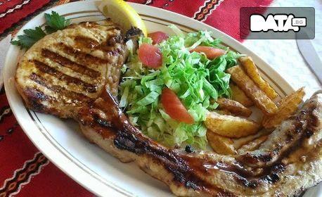 Свински влашки котлет или ребра на жар, плюс картофи соте и салата или дип