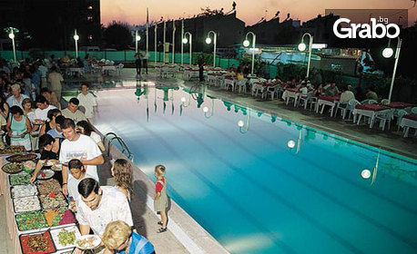 На море в Кушадасъ! 7 нощувки със закуски и вечери в хотел 4*, плюс транспорт