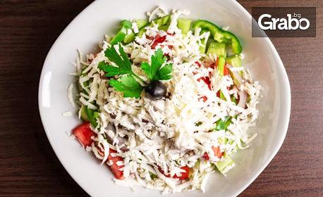 Основно ястие и салата, по избор, плюс чийзкейк с боровинки