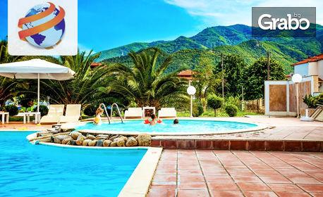 През Септември на море в Ставрос, Гърция! 6 нощувки със закуски и вечери в Stavros Beach Hotel 3*