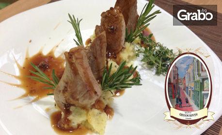 Хапване за двама! Пилешко рулце, свински врат и 2 бири, или свинско бонфиле, телешки стек и 2 салати