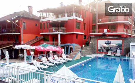 До края на Септември в Троянския Балкан! Нощувка със закуска и възможност за вечеря, плюс външен басейн - в с. Чифлик
