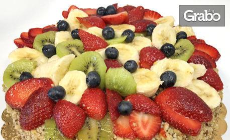 Орехова торта с домашен ванилов крем и сезонни плодове с 12-14 парчета